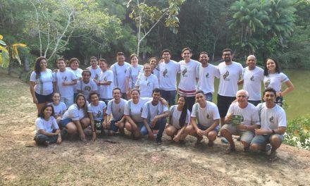 Jovens reconstroem o mapa da Amazônia Legal, estudam e refletem sobre o Sínodo.
