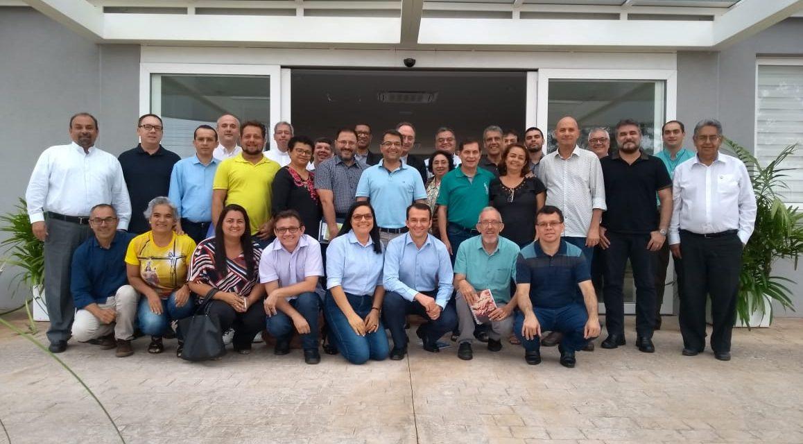 Assessores e os secretários-executivos dos 18 regionais da CNBB se reúnem em Brasília.