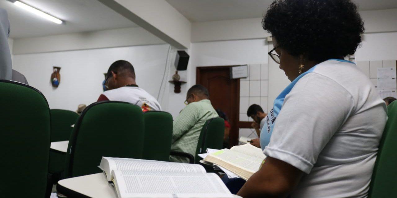 Bíblia, Fé e Política são temáticas de cursos do IPAR