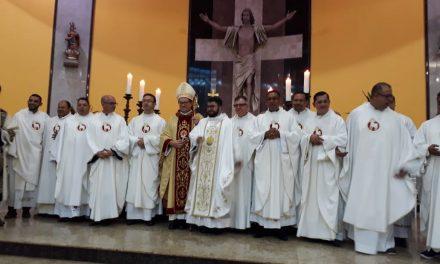 """""""O Senhor te abençoe na caminhada de fé, de esperança e de caridade"""", disse dom Vitall na ordenação presbiteral, em Marabá."""