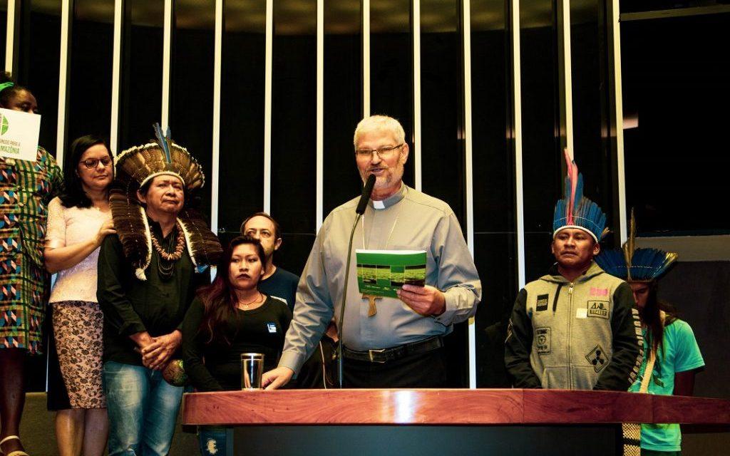 Em Brasília, deputados recebem carta final do Encontro de Bispos e Lideranças Religiosas em defesa da Amazônia