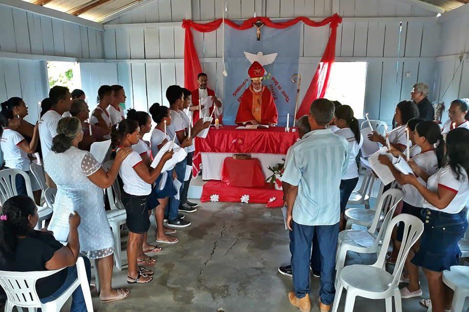 Bispo de Marabá confere Sacramento da Crisma em final de semana de visitas pastorais