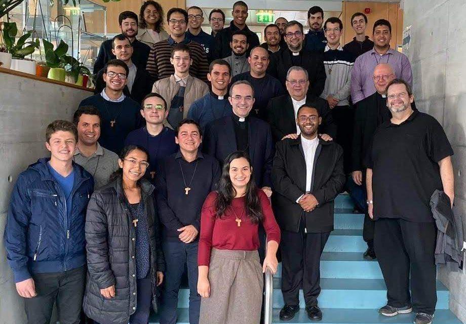 Católicos brasileiros residentes na Suíça recebem secretário-geral da CNBB