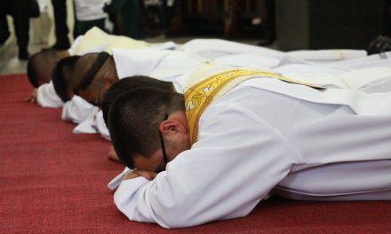 """""""Ministérios ordenados são expressões de um mistério de amor"""", afirma dom André Vital"""