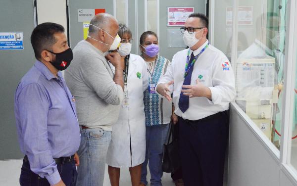 Hospital Regional do Baixo Amazonas recebe visita de comitiva enviada pelo Papa Francisco
