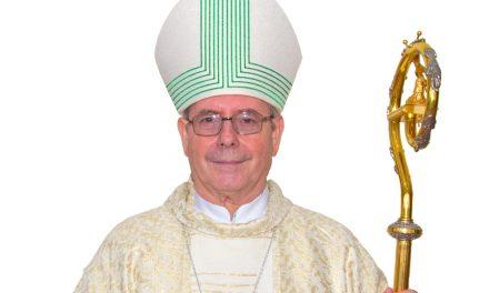Bispo de Bragança do Pará, Dom Jesus Berdonces, deixa o hospital em Belém