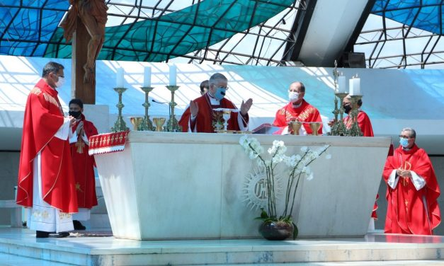 Núncio Apostólico, dom Giambattista Diquattro, participa de missa de acolhida e visita à sede da CNBB