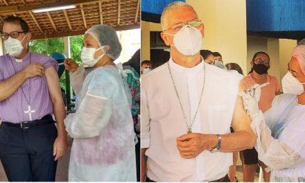 Dom Vital e Dom Irineu recebem a primeira dose da vacina contra COVID-19